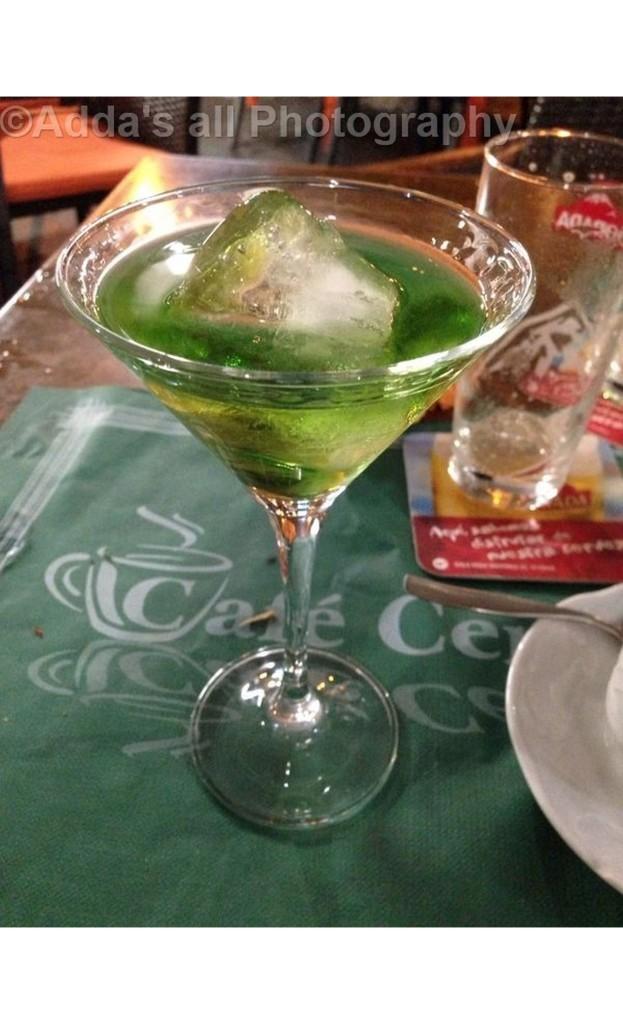 Pije e ofruar nga restoranti e bere me leng pjepri dhe alkol