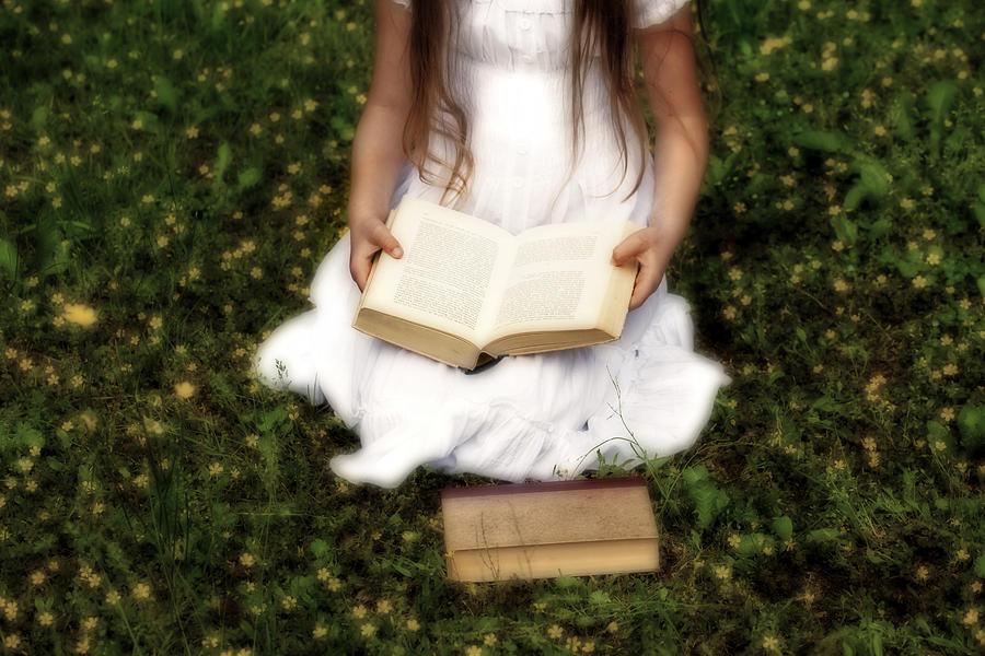 1-girl-is-reading-a-book-joana-kruse